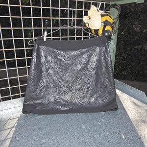 Maggie Lane Black Silver Golf Skort Size 2
